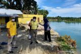 Puluhan keluarga di Padang Pariaman mengungsi akibat abrasi sungai