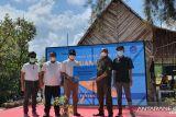 Perum Airnav Indonesia berikan bantuan perahu kepada kelompok HKM di Belitung