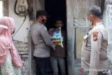 Polres Bangka Barat salurkan sembako sambil sosialisasikan ajak vaksin