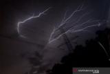 Waspada potensi hujan lebat disertai angin kencang di sejumlah wilayah di Indonesia