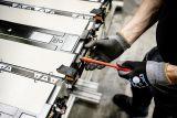 Pabrik Mercedes-Benz produksi baterai eActros