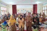 Tim pengabdian masyarakat UNP latih guru SMKN1 Baso tentang multimedia interaktif