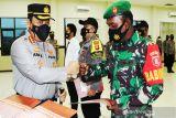 Personel Polri-TNI ungkap kasus pencurian viral terima penghargaan