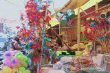 Pernak-pernik Maulid laris terjual di pasar tradisional Makassar
