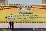 Rektor UNP kukuhkan DPW Iluni UNP Kepri yang disaksikan Gubernur Sumbar