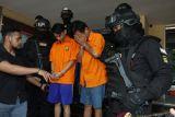 Polisi tangkap dua orang tersangka pengeroyok pria mabuk di Matraman