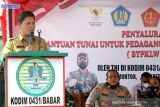 Bantuan tunai mulai disalurkan kepada pedagang kaki lima di Bangka Barat