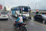 Bus tabrak beruntun lima mobil di Padang Lua, hingga jalur Bukittinggi-Padang macet total (Video)