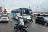 Kemacetan terjadi di Jalur Bukittinggi-Padang Panjang akibat tabrakan beruntun