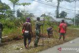 TNI bersama warga Mimika kerja bakti bersihkan jalan