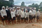 Warga Badui Dalam sambut kedatangan Menteri BUMN Erick Thohir