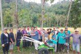 Enam bantuan bidang pertanian dari Anggota DPR RI untuk warga di Solok Selatan