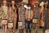 Merdi Sihombing pamerkan koleksi  terbaru di Alun-alun Indonesia