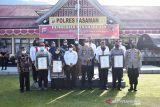 Kapolres Pasaman terima penghargaan dari TRC PPA Indonesia