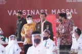 Jokowi: Vaksinasi massal dan prokes upaya maksimal akhiri pandemi