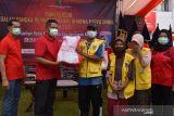 Kemenkumham NTB menyerahkan 1.205 sembako warga terdampak COVID-19