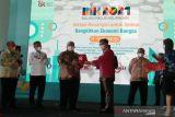 Gubernur Sulawesi Tenggara raih penghargaan Duta Inklusi Keuangan dari OJK