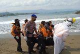 Tim SAR temukan jasad wisatawan tenggelam di Pantai Karangnaya