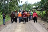 Bupati Lampung Barat tinjau pembangunan jalan Pekon Sukabanjar