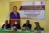 Anggota DPR serahkan bantuan alat mesin pertanian ke Pemkab Boven Digoel
