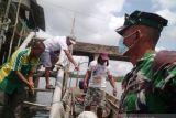 Lanal Babel tebar 1 ton benih kerang darah di Pantai Pusuk