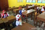 Disdik hentikan proses belajar dua sekolah langgar prokes