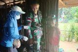 Satgas TNI Yonif 403-Puskesmas Ubrub beri layanan kesehatan anak di perbatasan