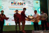 Perum LKBN ANTARA Biro Sultra raih penghargaan Duta Inklusi Keuangan dari OJK