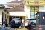 Penyidik KPK geledah Kantor Sekretariat IKA Musi Banyuasin di Palembang