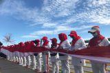 Merah Putih sepanjang 100 meter dibentangkan di Sungai Kapuas