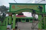 Satgas TNI Yonif 131 bantu renovasi gapura masjid di perbatasan RI-PNG