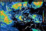 Dua bibit siklon tropis tumbuh berdampak terhadap cuaca di Indonesia