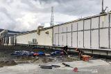 Bangunan mall yang rusak akibat gempa di Ambon mulai diperbaiki