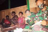 Satgas TNI Yonif 403 obati warga sakit malaria di perbatasan RI-PNG