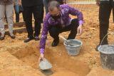 Pembangunan gereja pertama di Desa Jalemu Masulan Gumas dimulai
