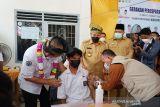 Wamendes PDTT tinjau pelaksanaan vaksinasi dua sekolah di Tualang