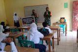 Babinsa Kepulauan Sangihe sosialisasikan prokes di sekolah