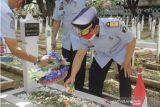 Kemenkumham Sulsel lakukan ziarah dan tabur bunga di TMP Panaikang Makassar
