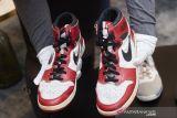 Sepatu legenda basket Michael Jordan laku terjual Rp20,8 miliar