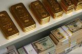 Emas terdongkrak 5,4 dolar karena imbal hasil AS dan