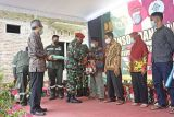 Danjen Kopassus menyalurkan bansos warga terdampak COVID-19 di Bantul