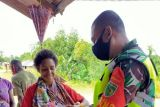 TNI Boven Digoel bagikan alat mandi untuk warga Waropko Papua