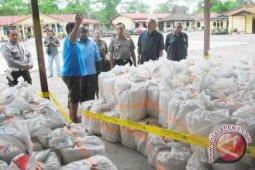Kepolisian gagalkan penyelundupan ratusan liter minuman keras