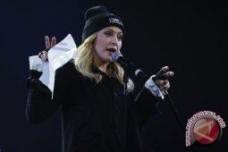 Tertangkap kamera, Madonna ikut aksi protes kematian George Floyd