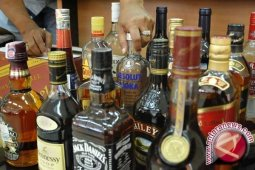 Polisi amankan 45 botol tuak di Subulussalam