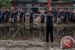 Aksi RMS Di Depan Mapolda Maluku Untuk Mencari Dukungan Masa