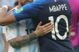 Dua gol Mbappe bawa Perancis ke perempat final