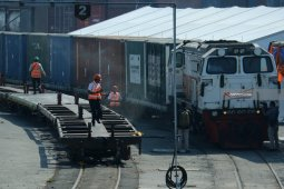 Memajukan kereta logistik jadi tantangan Dirut baru PT KAI