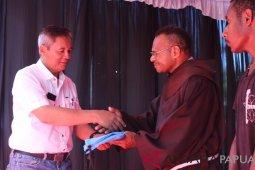 DAMRI santuni 100 anak panti asuhan di Jayapura