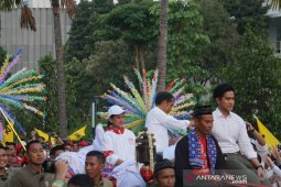 Jokowi exits Gelora Bung Karno in chariot after final campaign rally
